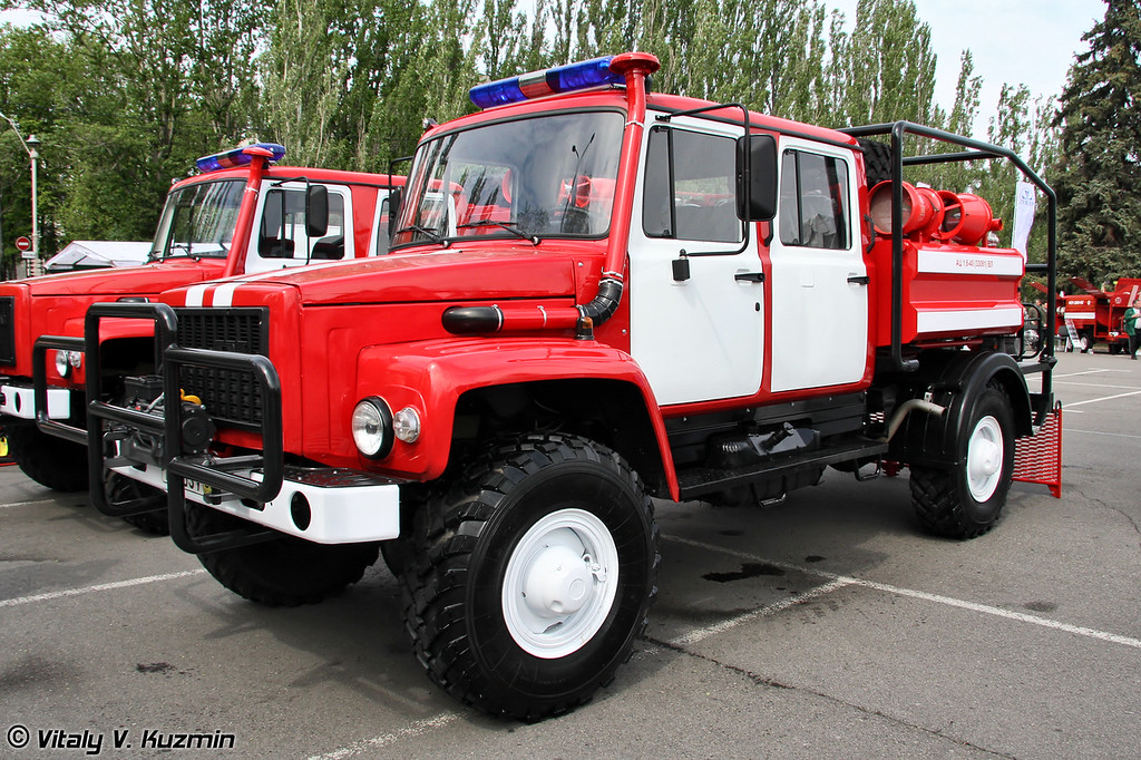 Автоцистерна пожарная АЦ-1,6-40 на шасси ГАЗ-33081 (Firefighting vehicle ATs 1,6-40 on GAZ-33081 chassis)