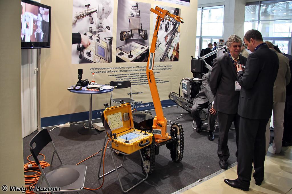 Мобильный робототехнический комплекс-сапер Богомол-3М (Mobile sapper robot system Bogomol-3M)