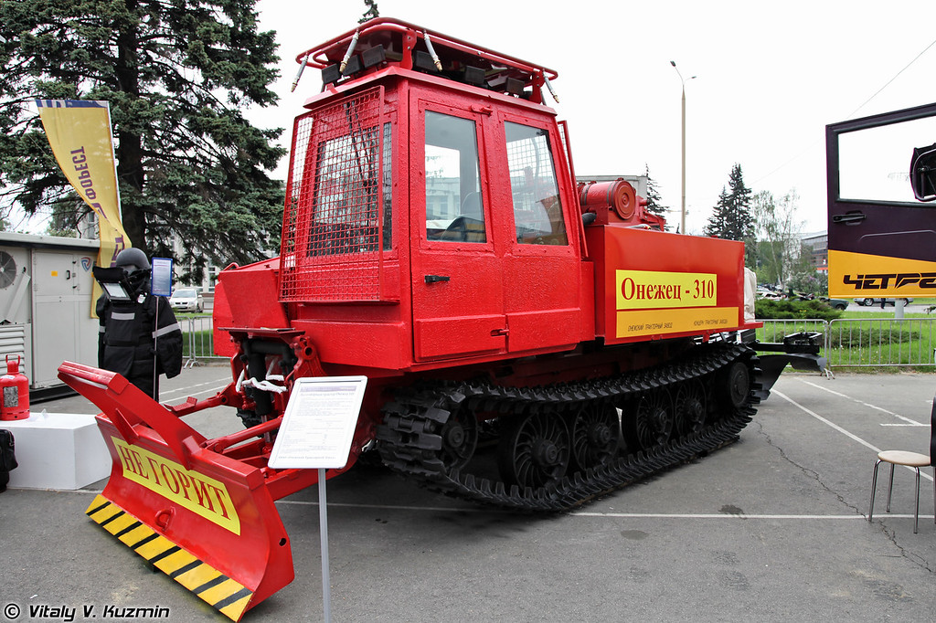 Лесопожарный трактор Онежец-310 (Fire fighting tractor Onezhets-310)