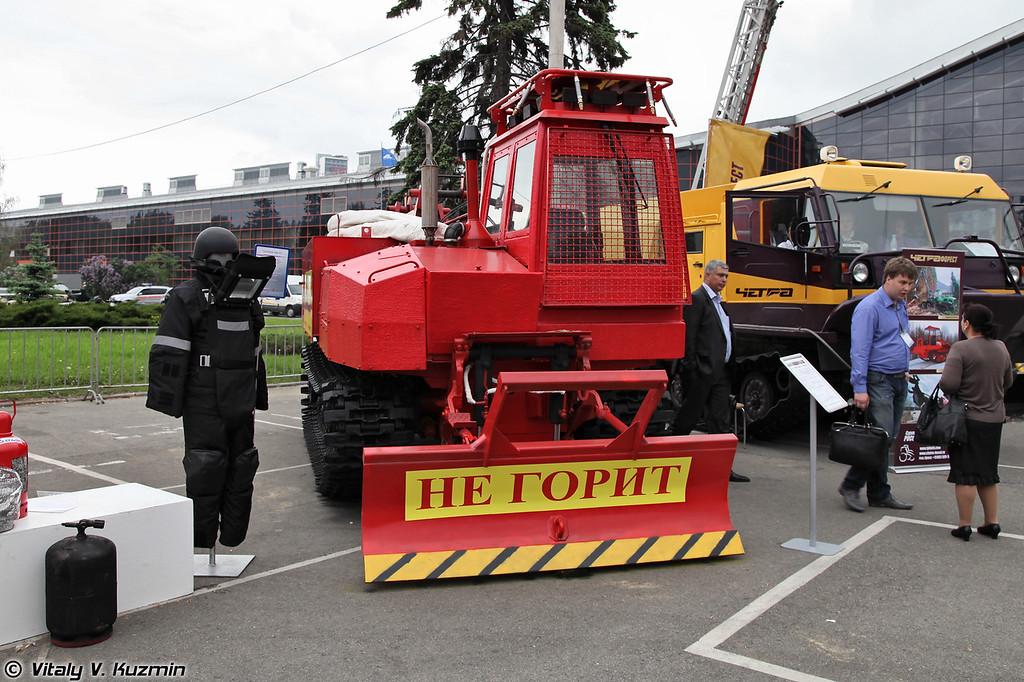 Лесопожарный трактор Онежец-310 (Fire fighting tractor Onezhets-310)