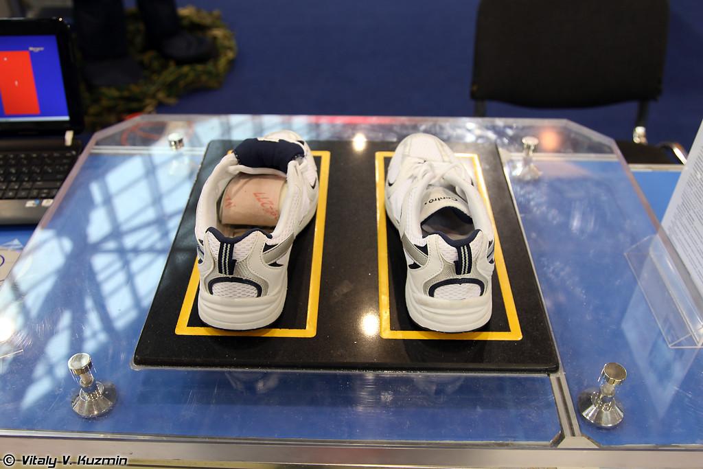 Устройство для выявления потенциально опасных включений в обуви РАТИОПЛАСТИНА (Shoes scanning system RATIOPLASTINA)