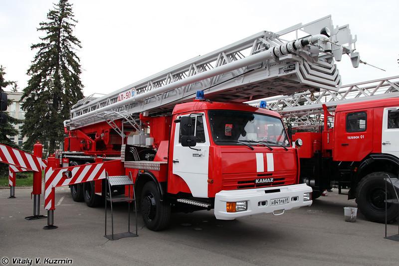 Пожарная автолестница АЛ-50 на шасси КАМАЗ-65115 (Aerial ladder platform AL-50 on KAMAZ-65115 chassis)