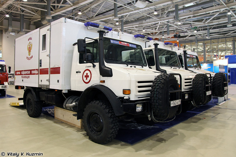 Автомобили специальной экстренной медицины АМЭП-УАЗАП-АВС на базе шасси Mercedes-Benz Unimog U4000 (Emergency medic vehicle AMEP-UAZAP-AVS on Unimog U4000 chassis)