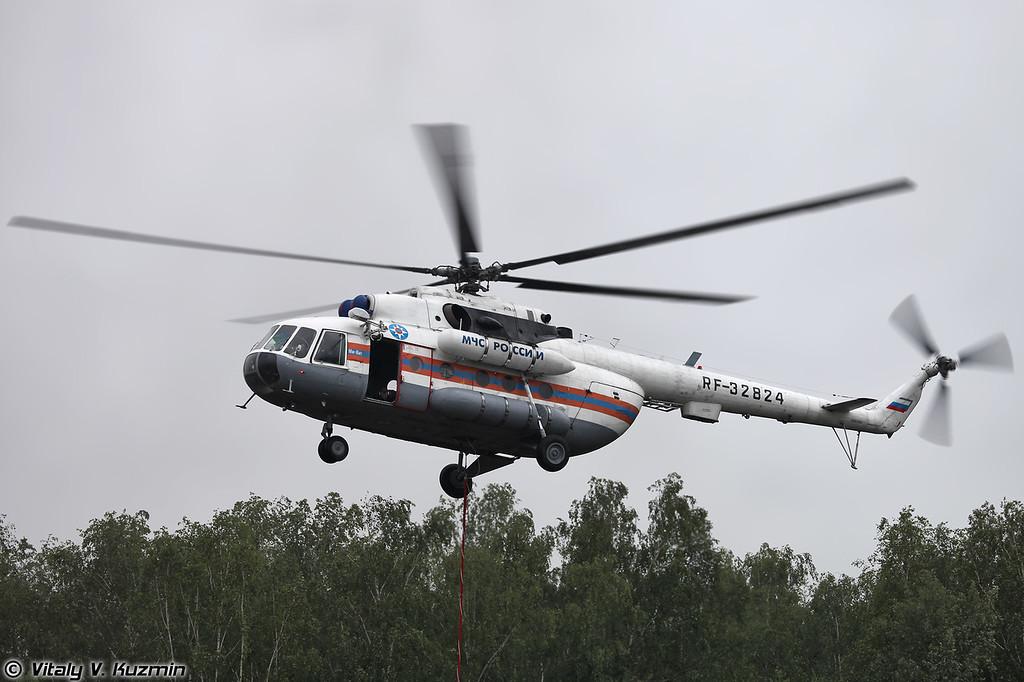 Ми-8МТ производит сброс воды (Mi-8MT)