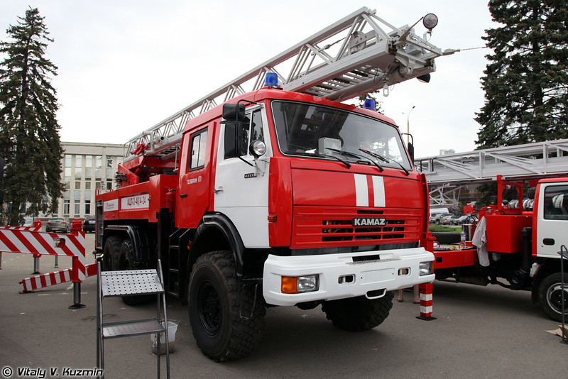 Автоцистерна пожарная с лестницей АЦЛ-3,0-40/4-24 на шасси КАМАЗ-43118 (Firefighting vehicle with ladder ATsL-3,0-40/4-24 on KAMAZ-43118 chassis)
