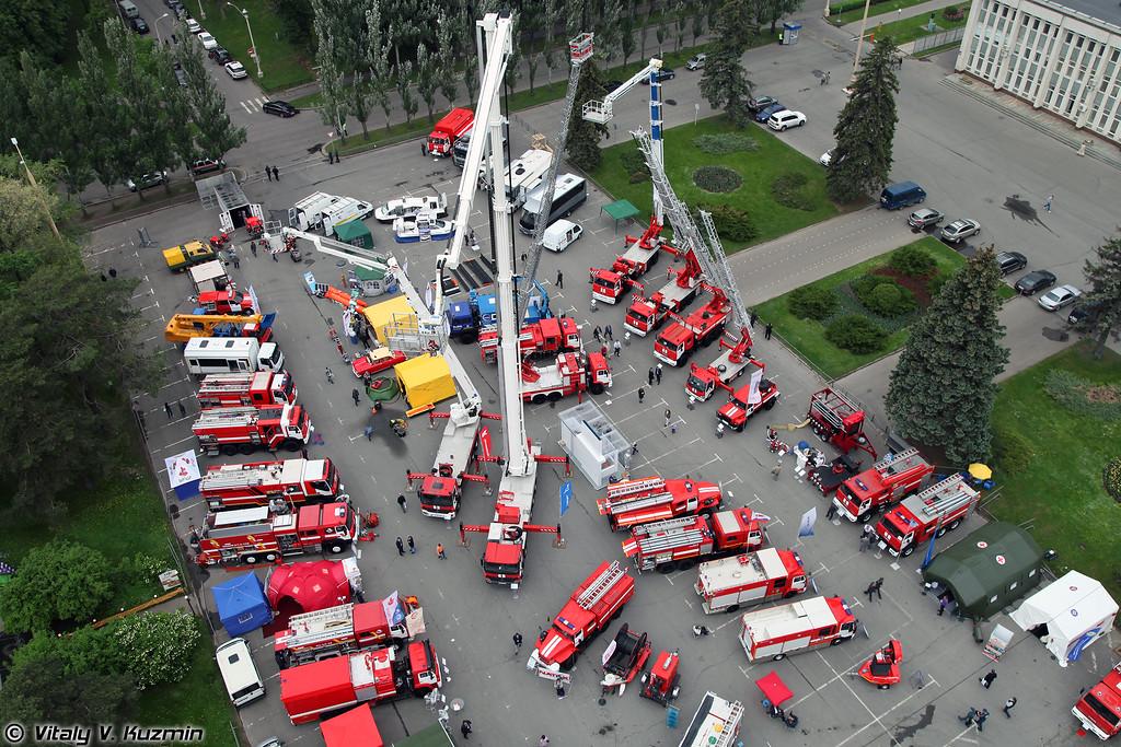 Общий вид площадки техники с высоты 60 метров (Static displays overall view from 60 meters height)
