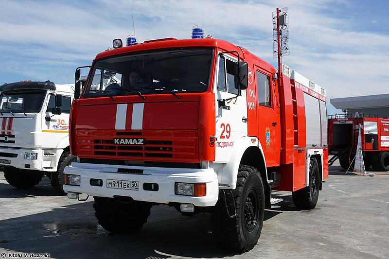 Автомобиль быстрого реагирования АБР-РОБОТ с робототехническим комплексом разведки и пожаротушения МРК-РП (ABR-ROBOT rescue vehicle with MRK-RP UGV)