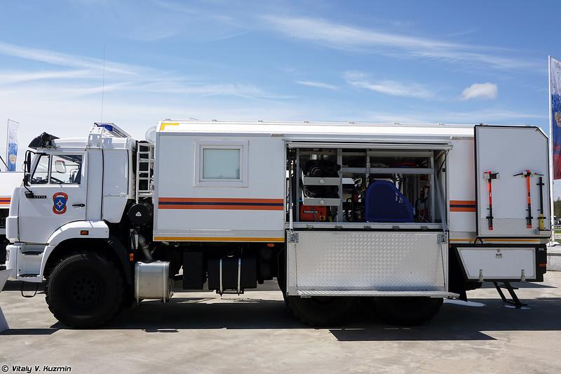 Спецавтомобиль для осуществления аварийно-спасательных работ в условиях радиоактивного и химического заражения САМ РХ Дуплекс (SAM RKh Duplex rescue vehicle for radioactively and chemically contaminated areas)