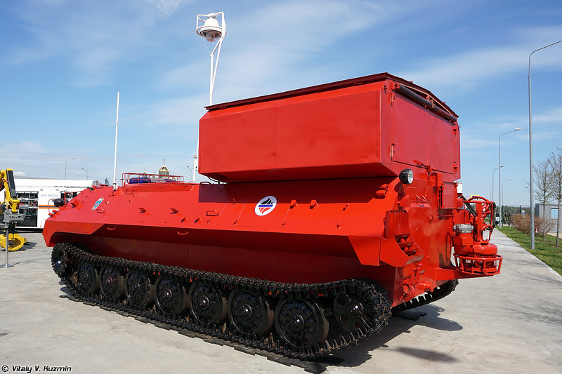 Насосно-рукавная машина робототехнического комплекса пожаротушения Кедр (Pumping vehicle from Kedr unmanned fire fighting system)