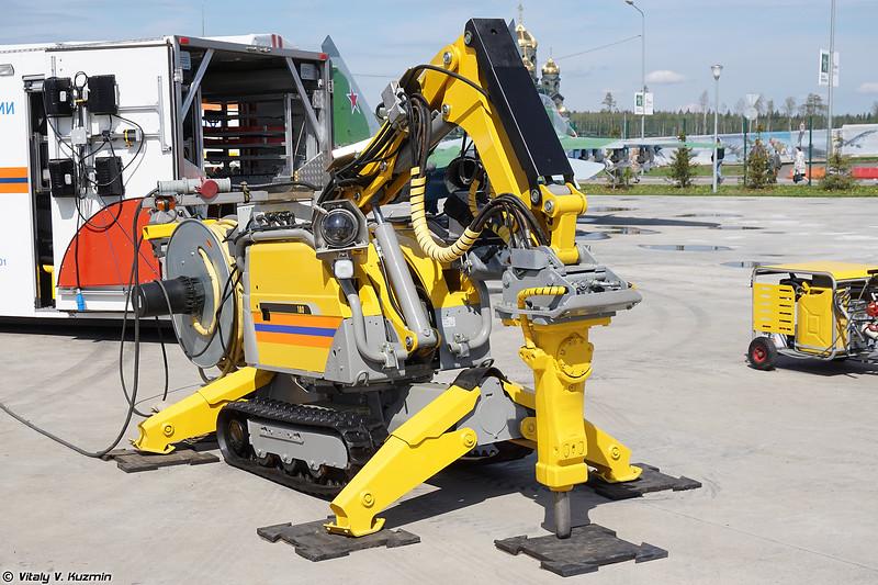 Демонтажный робот BROKK-180 (BROKK-180 demolition robot)
