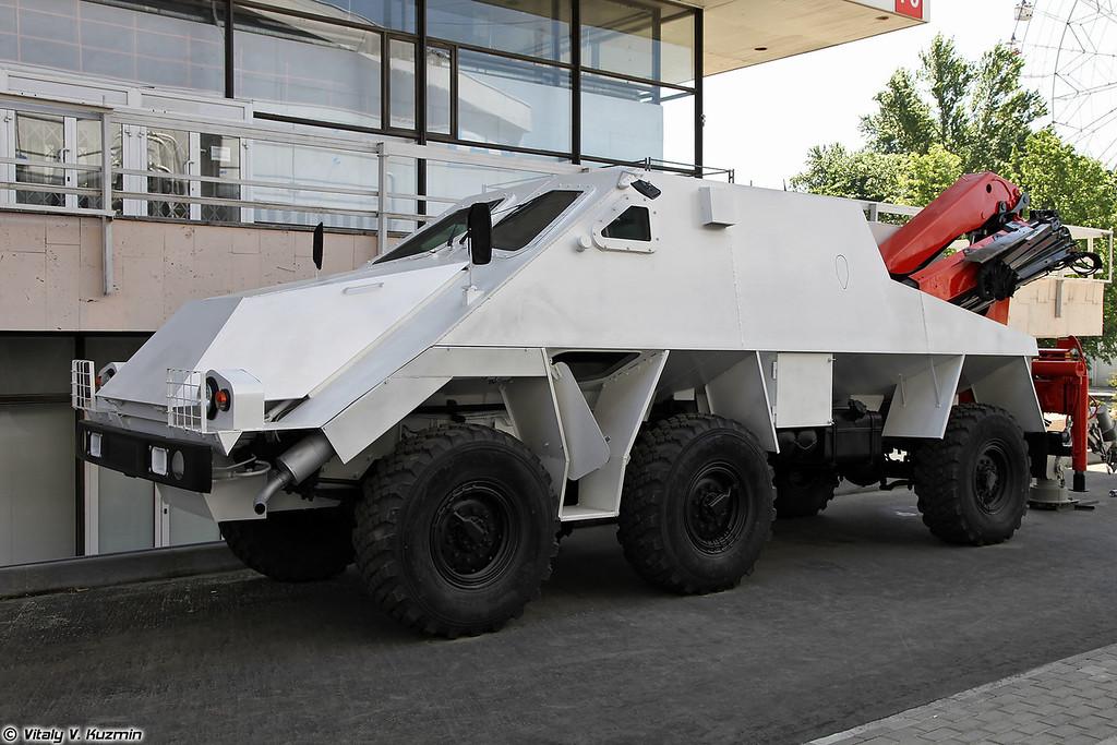Высокозащищенный комплекс гуманитарного разминирования Искатель на базе КАМАЗ Воин(Iskatel mine clearing vehicle on KAMAZ Voin base)