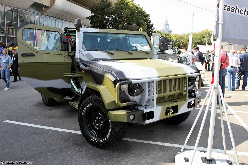Скорпион-2МБ. Полагаю, что это несколько видоизмененный Скорпион-ЛША Б под требования конкретного заказчика. (Skorpion-2MB. Most probably this is another version of Skorpion-LShA B armored vehicle.)