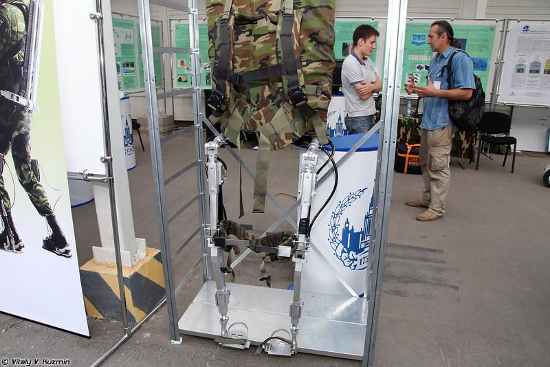Пассивный экзоскелет ExoAtlet P-1. (Passive exoskeleton ExoAtlet P-1.)