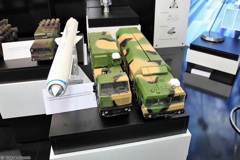 Модель берегового ракетного комплекса Бастион с противокорабельной ракетой Яхонт. (Bastion mobile coastal defence missile system with P-800 Yakhont missile.)