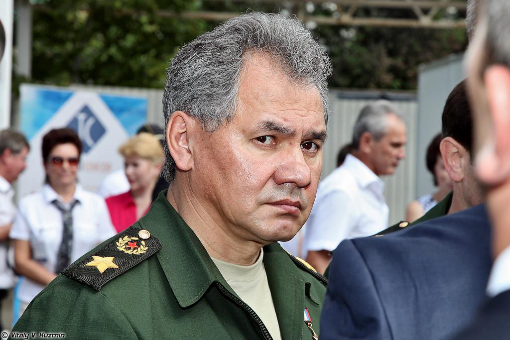 Сергей Шойгу осматривает экспозицию. (Minister of Defense of Russia Sergey Shoygu.)