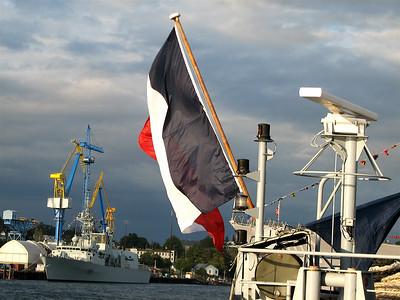 FS Prairial (HMCS Winnipeg in the background)