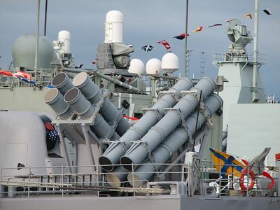 Big harpoon gun thingies