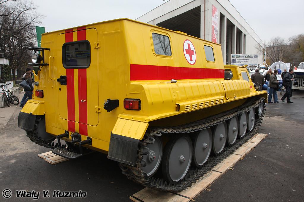 Плавающий гусеничный снегоболотоход медицинский ГАЗ-34039 (All-terrain swimming medical vehicle GAZ-34039)