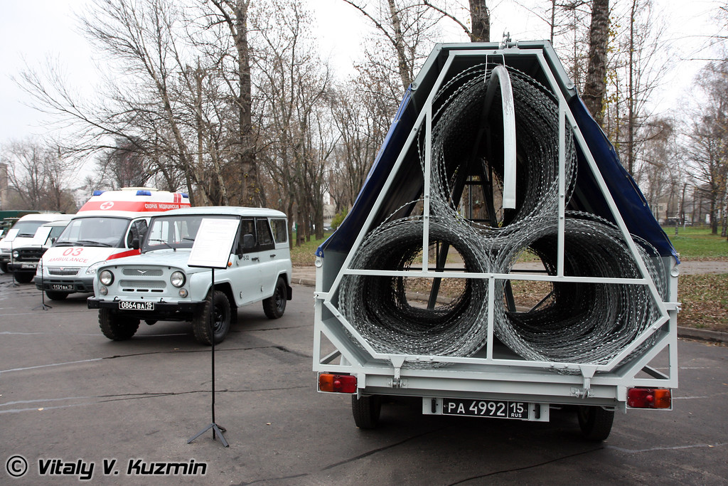 "УАЗ-3151 с изделием ""Заградитель"" (UAZ-3151 with barbed wire Zagraditel)"