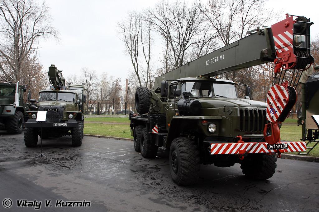 Войсковой экскаватор ЭОВ-3521 и кран военного назначения КС-3574М3 (Excavator EOV-3521 & Crane KS-3574M3)