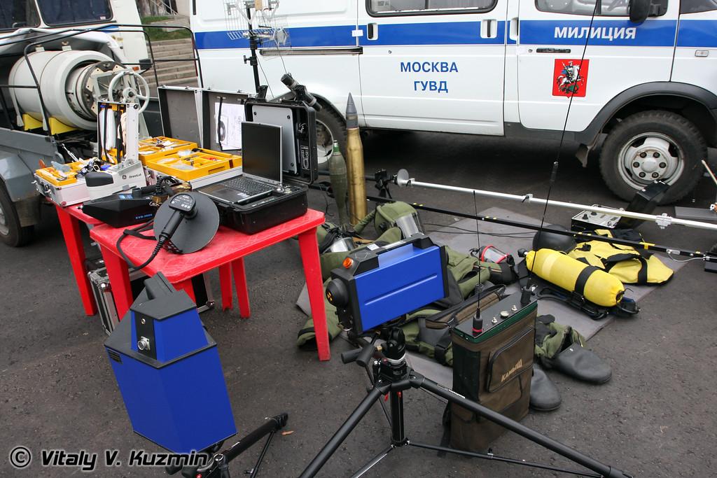 Передвижная взрывотехническая лаборатория и оборудование (Police combat engineer vehicle and equipment)