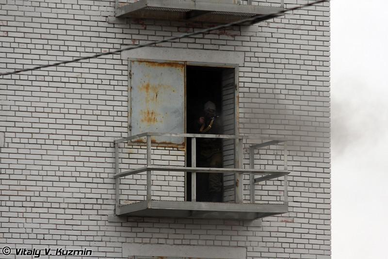Тактика действий групп боевого порядка при задержании вооруженных преступников в отдельно стоящем здании (Assault of the building)