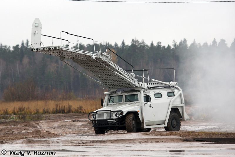 Штурмовой разградительно-заградительный спецавтомобиль для преодоления препятствий и проникновения в здания на уровень до 3-го этажа Абаим-Абанат (Abaim-Abanat assault special police vehicle)