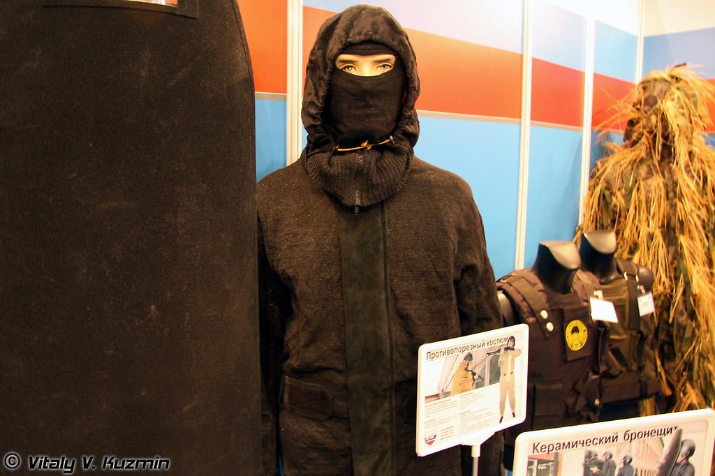 Противопорезный костюм и керамический бронещит (Anticutting suit and ceramic armored shield)