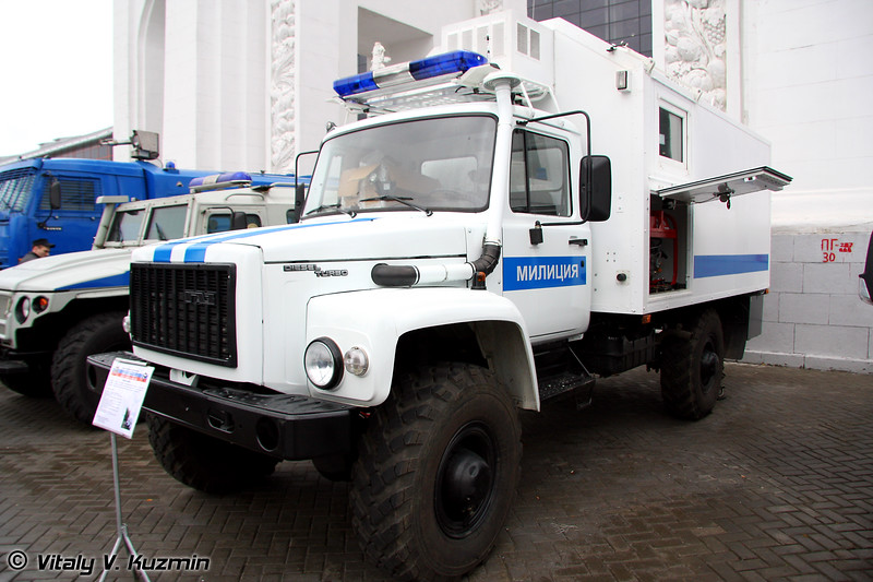 Подвижный узел связи на базе ГАЗ 3308 (Mobile signal post on GAZ-3308 base)