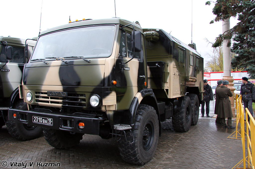 Радиостанция комбинированная Р-142НСА (R-142NSA mobile radiostation)