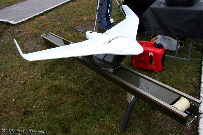 БПЛА Inspector-301 cо стартовым устройством (Inspector-301 UAV with launching device)