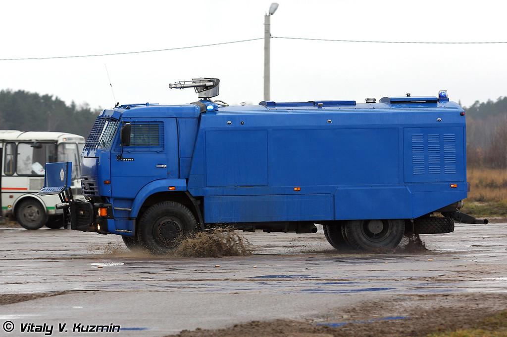 Водометный спецавтомобиль Шторм на шасси Камаз-53605 (Antiriot vehicle Shtorm on KAMAZ-53605 chassis)