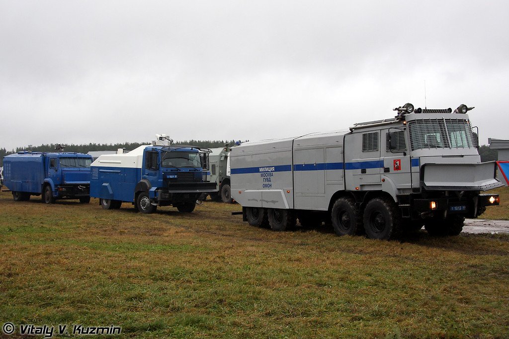 Водометные спецавтомобили Лавина-Ураган, RCU 6000-1 RU и Шторм (Anti-riot vehicles Lavina-Uragan, RCU 6000-1 RU and Shtorm