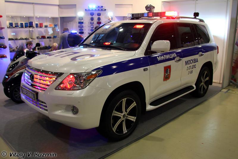 Производители спецсигналов представили свою продукцию на Lexus  (Flashers for road police cars)