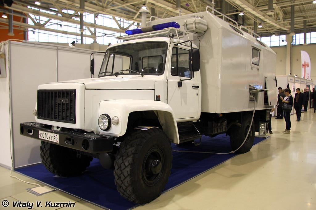 Подвижный узел связи ПУС на базе ГАЗ-3308 (Mobile signal post on GAZ-3308 base)
