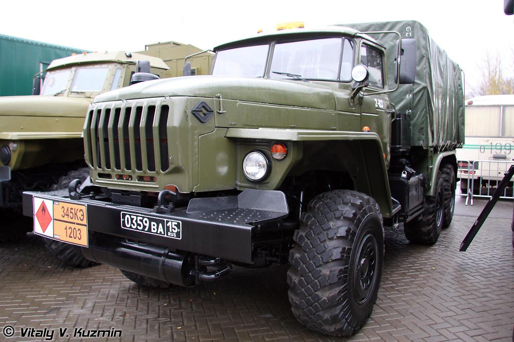 Топливозаправщик Урал-5557-1141-10 (Ural-5557-1141-10 bowser)