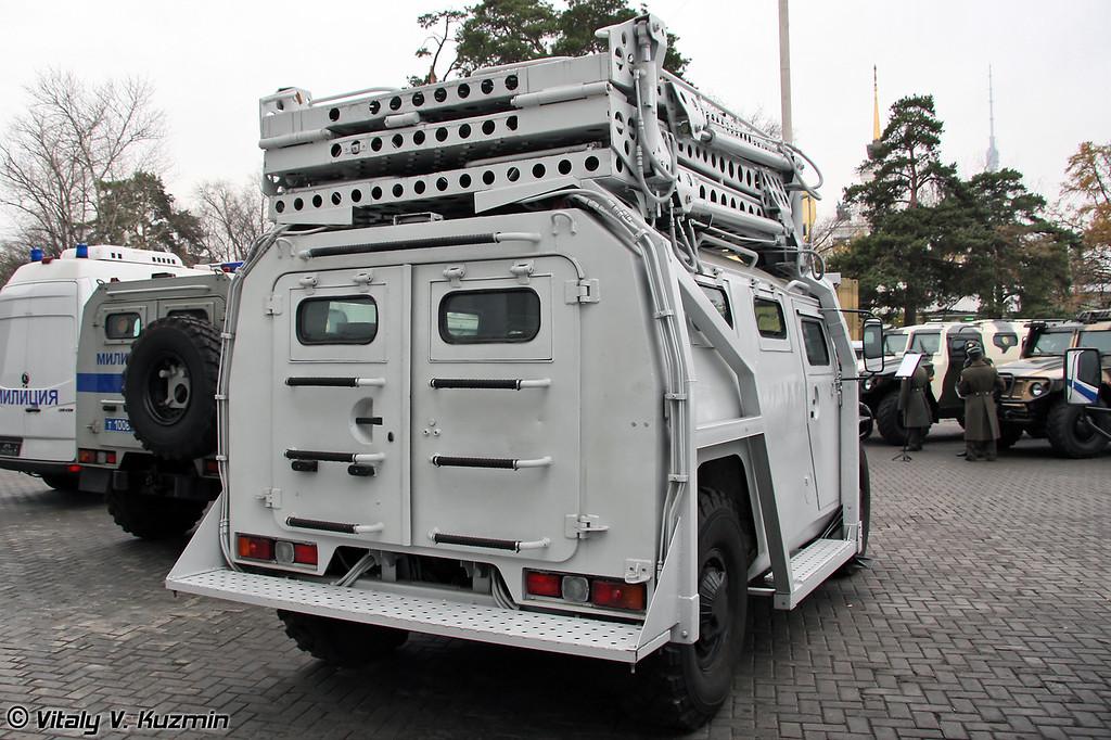 Штурмовой разградительно-заградительный спецавтомобиль Абаим-Абанат. Изготовлен на базе ГАЗ-233034 СПМ-1. (Abaim-Abanat special police assault vehicle based on GAZ-233034 SPM-1 vehicle)