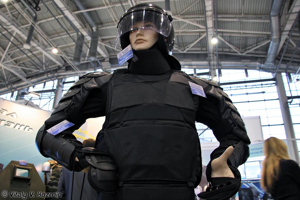 Противоударный комплекс Щит и шлем ПШ-97 Джета (Protective kit Schit and PSh-97 Dzheta helmet)