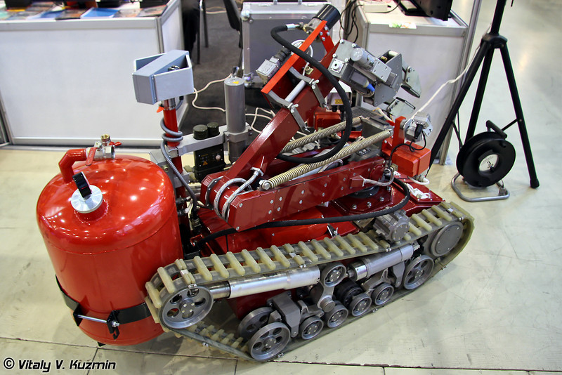 Многофункциональный мобильный роботизированный комплекс легкого класса МРК-РП для проведения пожарно-спасательных операций (Multi-functional mobile robotized light complex MRK-RP for fire and emergency operations)
