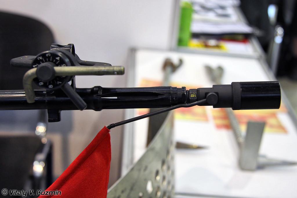 Лазерный прибор холодной пристрелки ЛПХП-7,62 позволяет производить пристрелку или проверку пристрелки оружия калибра 7,62 без стрельбы патронами (Laser device for adjustment of fire for 7,62 rifles)