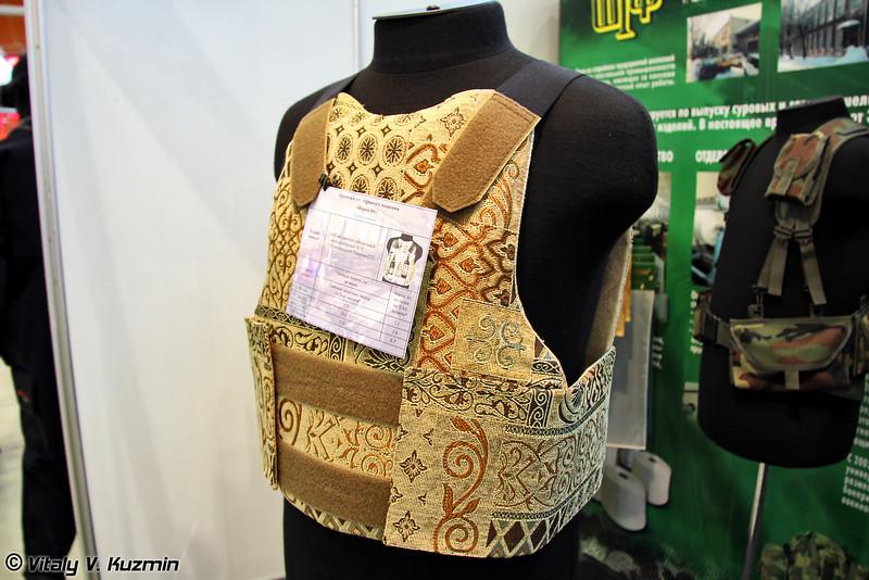 Были и такие интересные изделия, как бронежилет скрытого ношения подарочный Ворон-01 (Gift edition of Voron-01 bulletproof vest)