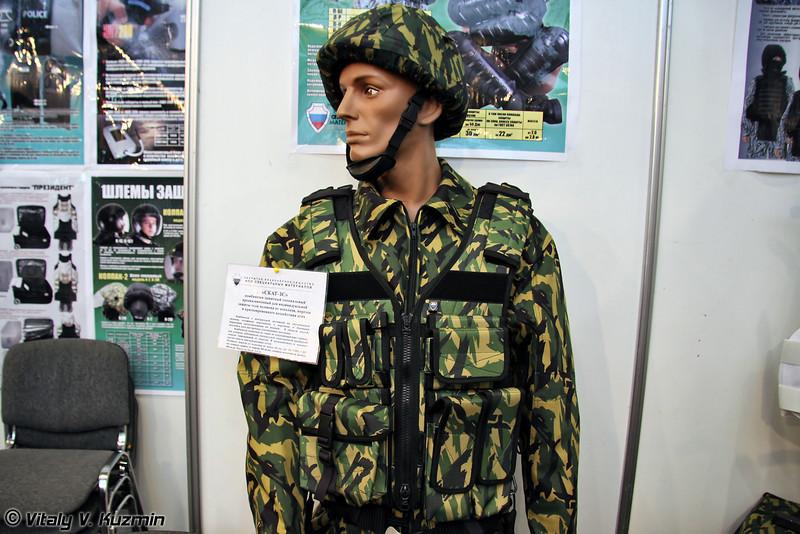 Комбинезон защитный специальный Скат-ЗС предназначен для индивидуальной защиты тела человека от осколков, порезов и кратковременного воздействия огня (Protective suit Skat-ZS)