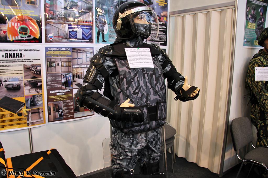 Комплект защитный специальный Партнер. Защищает от ударных нагрузок, холодного и колющего-режущего оружия. (Protective kit Partner)