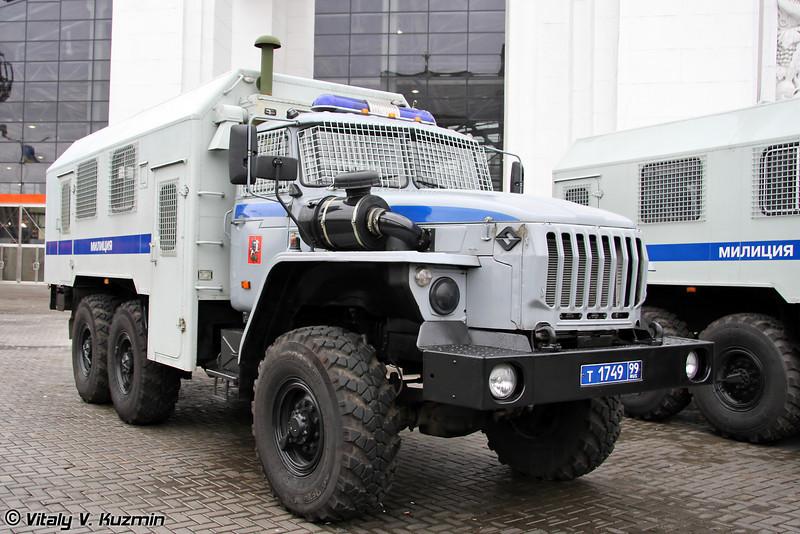 Автомобиль-фургон 572060 для перевозки личного состава, оборудования и снаряжения. Также имеет наименование автомобиль-фургон ВМ-4320 (Automobile-van 572060 also known as VM-4320)