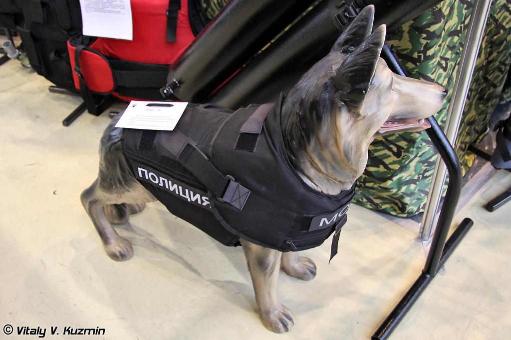 Защитный жилет для обеспечения индивидуальной защиты служебной собаки c противоосколочной защитой и защитой от порезов Норд-О (Protective suit for the dogs Nord-O)
