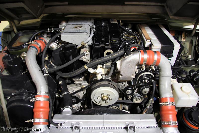 Новый двигатель ЯМЗ-534 потребовал переделки капота. Он несколько уже, но выше предыдущего Cummins. (New YaMZ-534 diesel engine is bigger then previous Cummins)