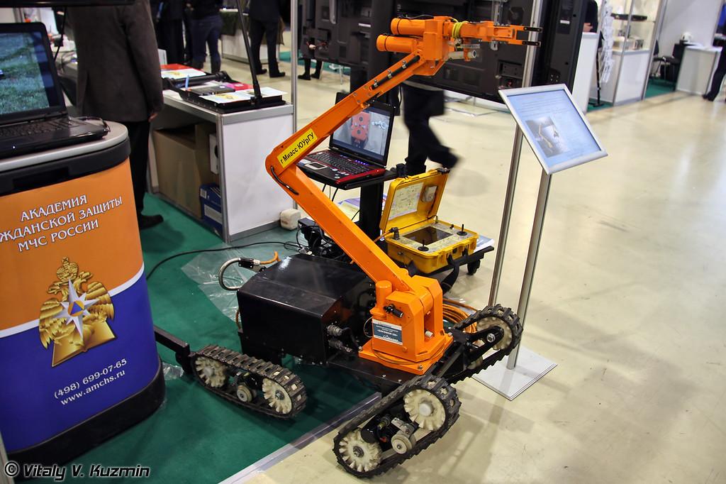 Мобильный робототехнический комплекс-сапер Богомол-3М (Bogomol-3M robot system)