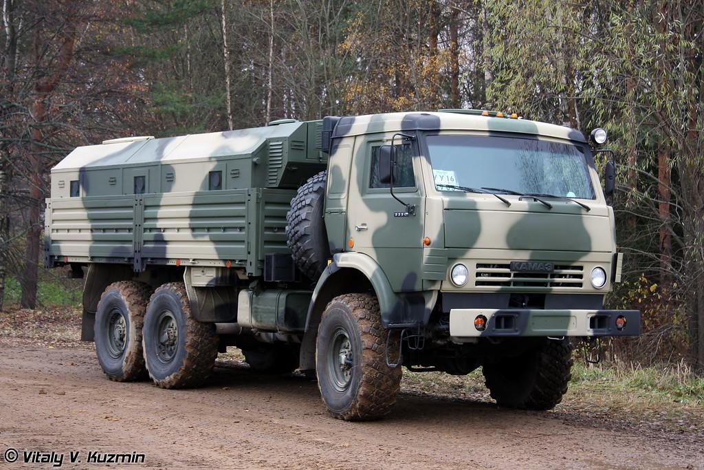 Бронированный КАМАЗ-5350 с защищенным многофункциональным модулем (Armored KAMAZ-5350 with multi-functional armored module)
