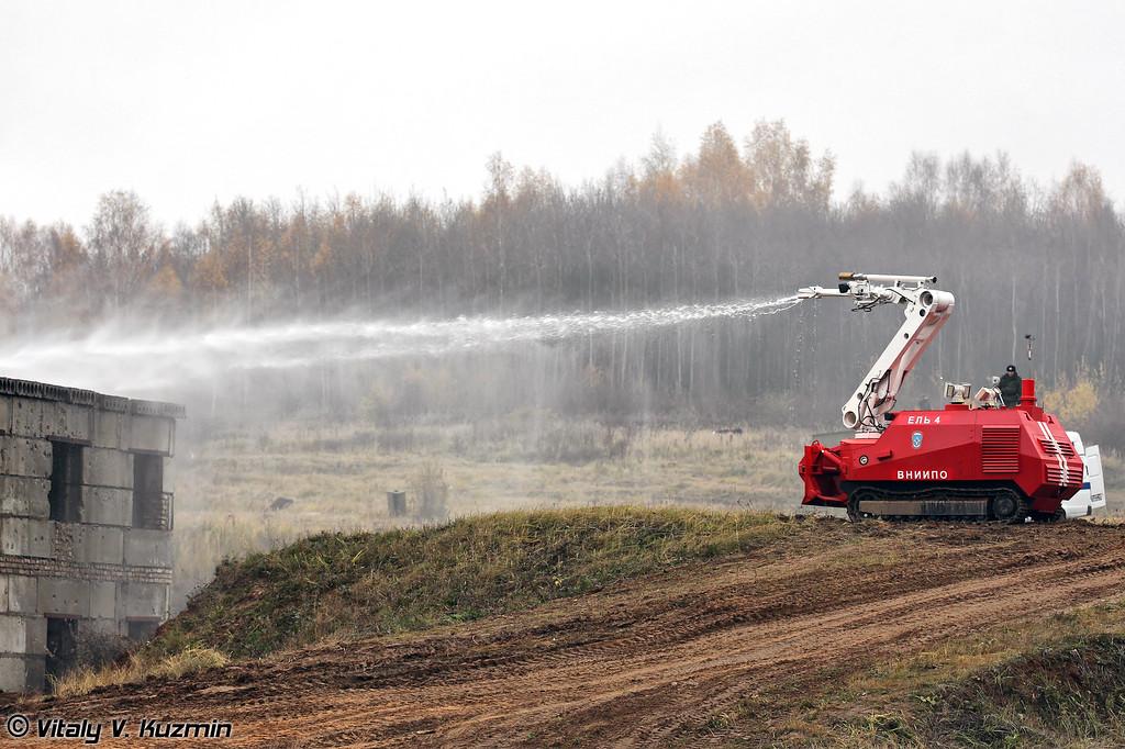 Робототехнический комплекс пожаротушения среднего класса Ель-4 (Unmanned fire fighting vehicle El-4)
