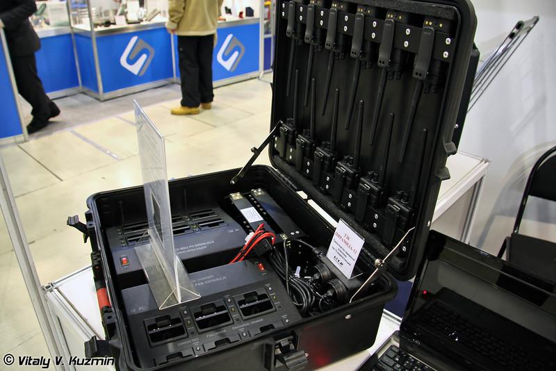 Транспортно-зарядный комплекс носимых радиостанций ТЗК Пирамида-12 (Piramida-12 transport and charging kit for radiostations)